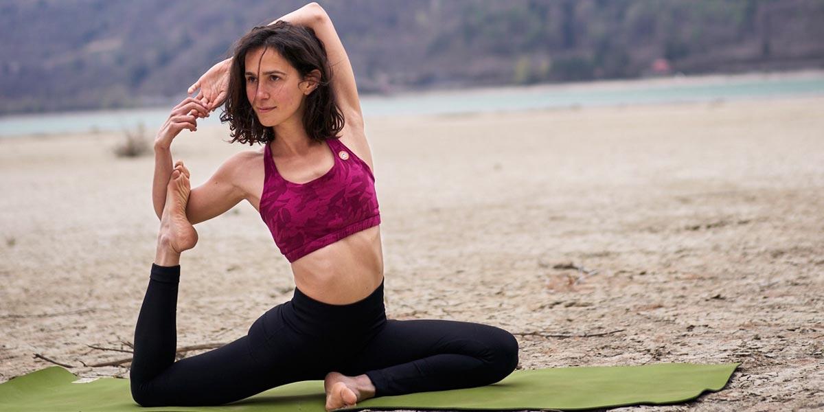 Yoga all'aperto in natura
