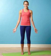 asana come fare tadasana la posizione yoga della montagna