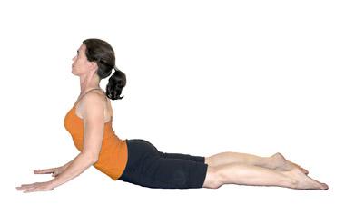yoga posizione cobra esecuzione