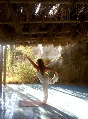 micaela facendo yoga