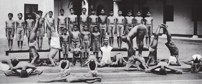 storia yoga moderno