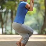 Come fare Garudasana, la posizione dell'aquila: la guida alla pratica