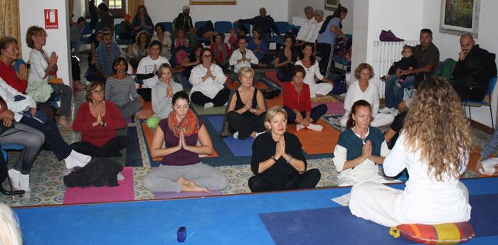 benefici yoga della danza
