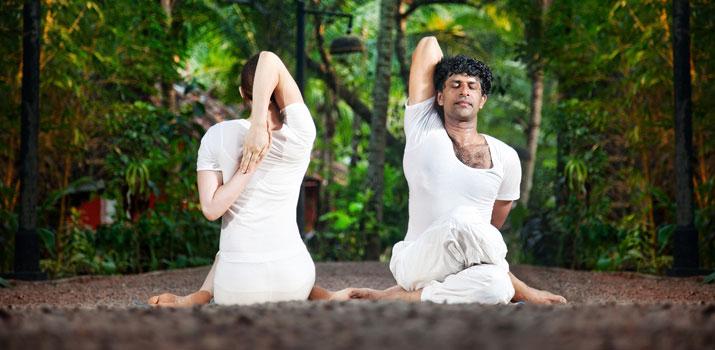gomukhasana per rilassare il collo