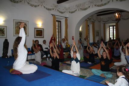 classe di yoga della danza