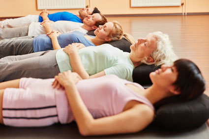 Gli asana nello yoga la guida completa alle posizioni - Cosa fare quando non riesci ad andare in bagno ...