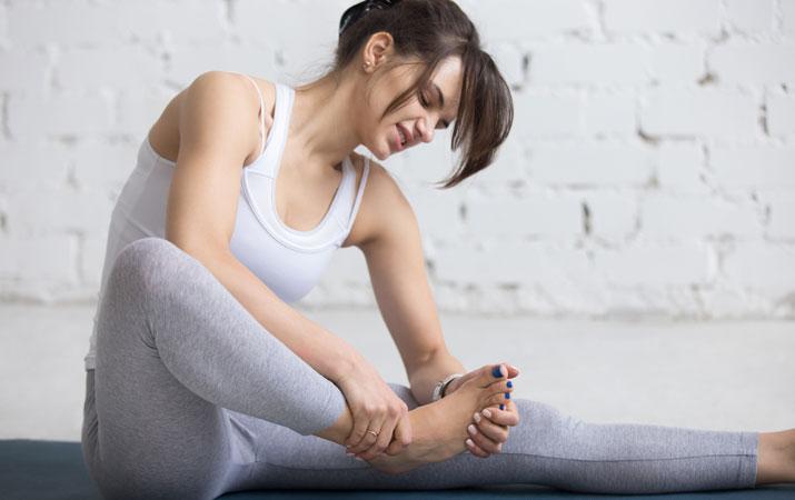 posizioni yoga dolore