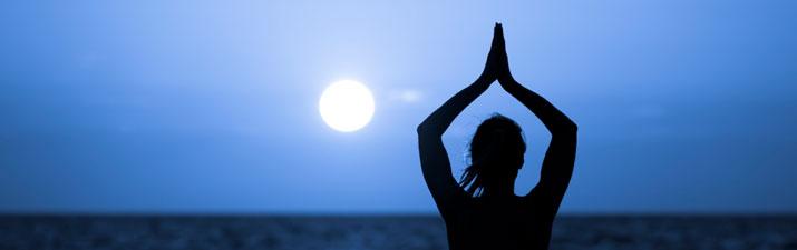 i benefici del saluto alla luna