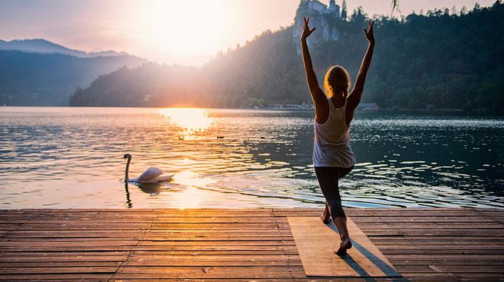 Il saluto al sole nello yoga