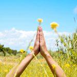 Anjali mudra: cosa significa e perché si usa nello yoga
