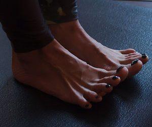 pada bandha piedi yoga
