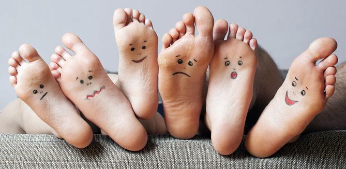 prendersi cura dei piedi con lo yoga
