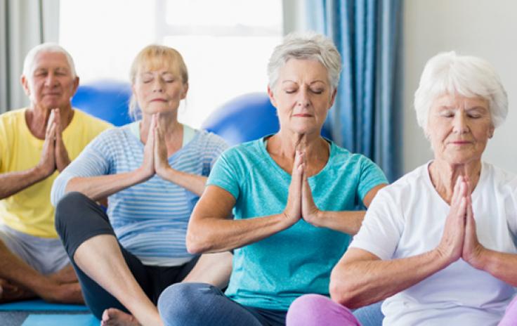 donne menopausa yoga